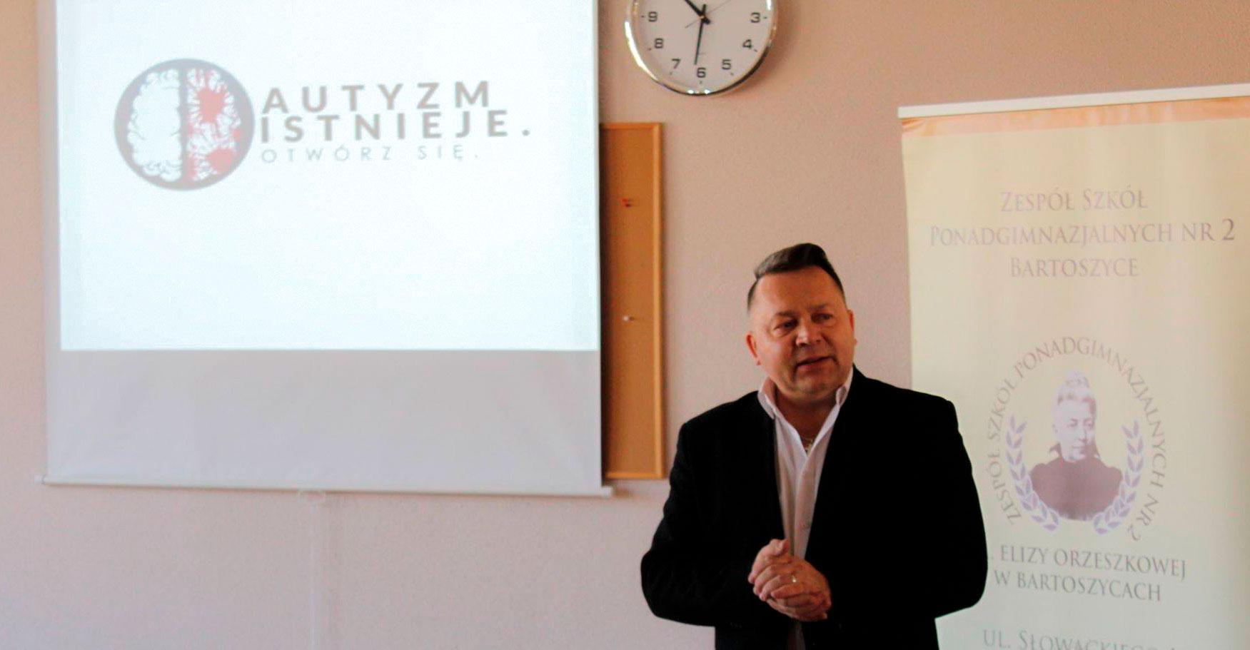 Zdjęcie Zbigniewa Pietrzaka, dyrektora ZSP nr 2 im. E. Orzeszkowej w Bartoszycach