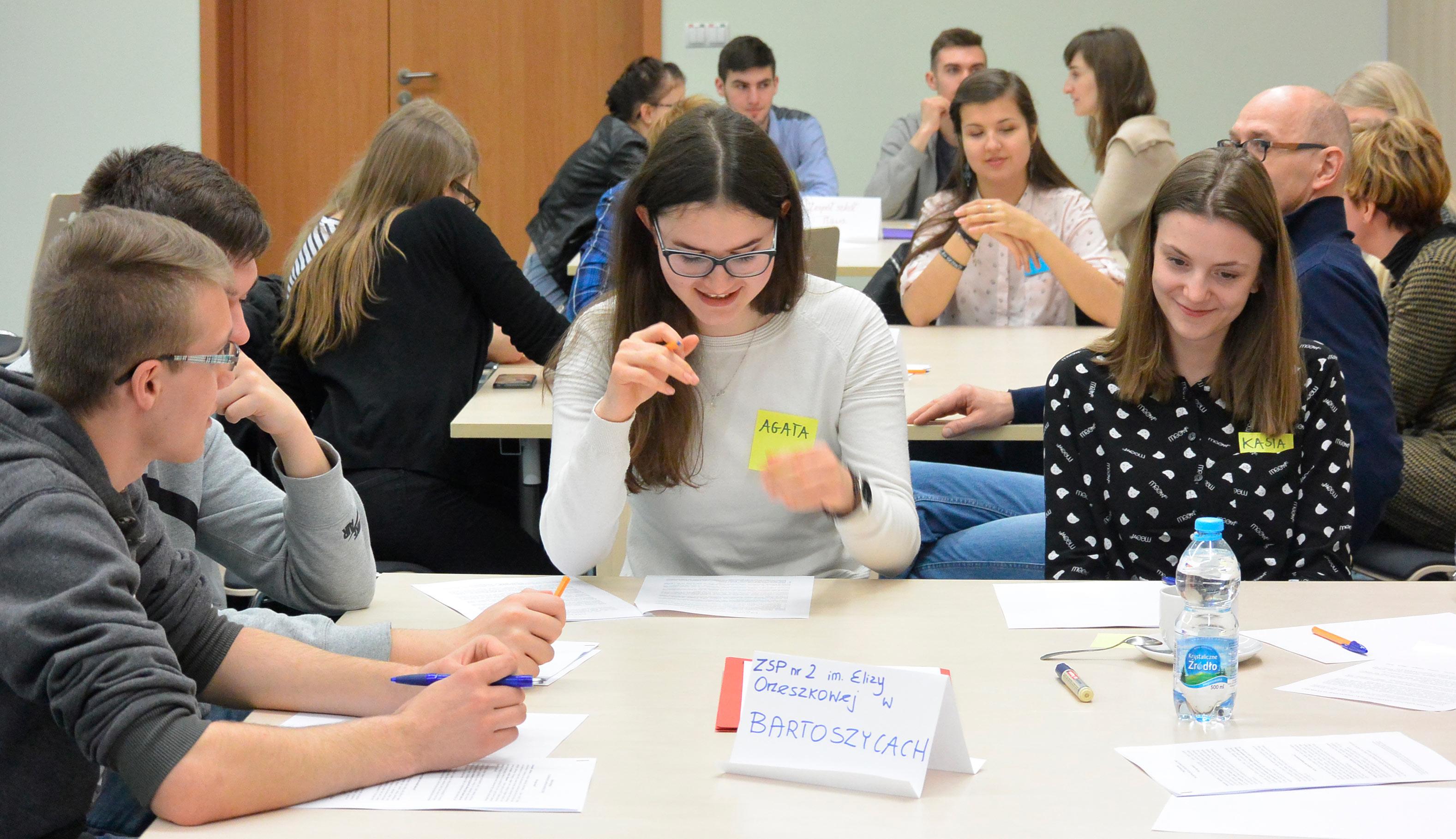 Uczniowie z Bartoszyc podczas szkolenia w PNT w Olsztynie